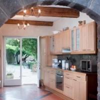 Garden Studio spacious kitchen