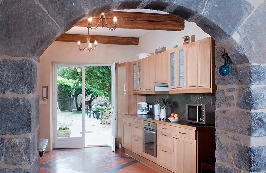 Garden Studio spacious kitchen