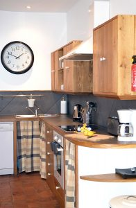 La cuisine de l'«Arch Apartment»