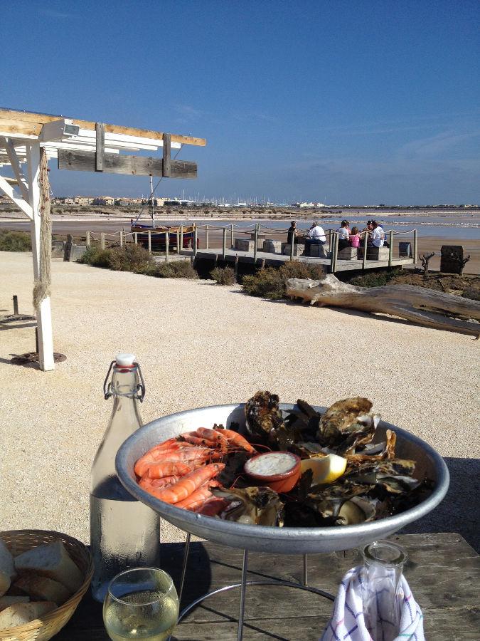 Dégustation de délicieux fruits de mer locaux