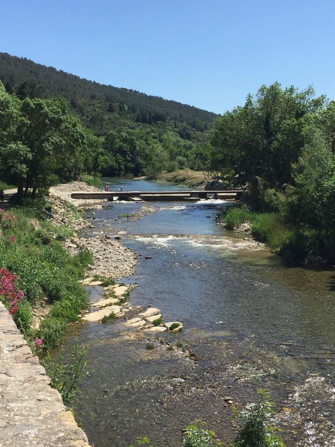 Promenade sur les bords de l'Orbieu à Lagrasse